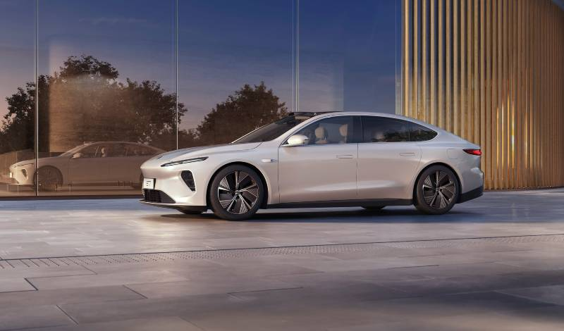 Chinese company NIO launches its electric sedan ET7 with a 1000 km range